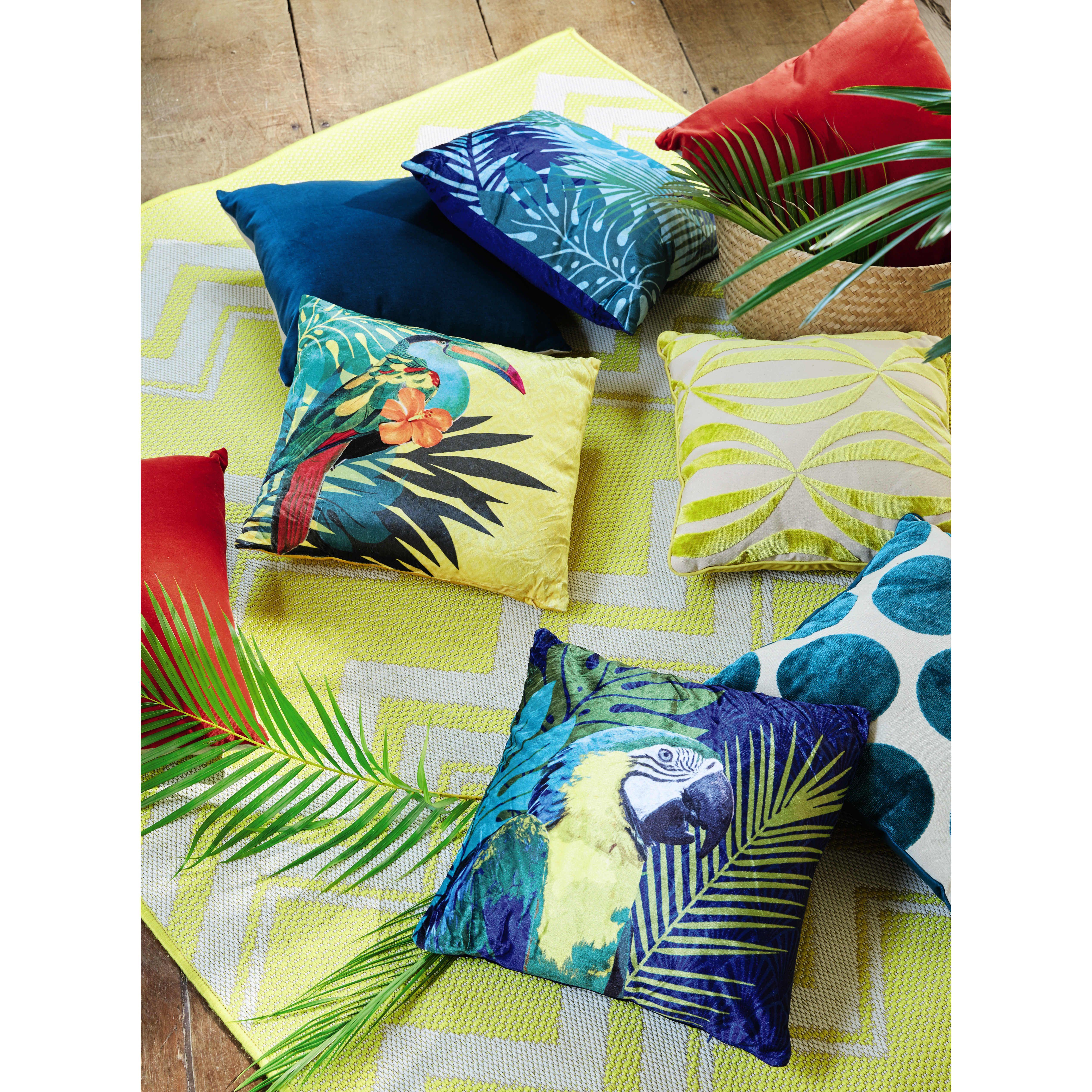 coussin perroquet 45 x 45 cm perroquets maison du monde et tissu. Black Bedroom Furniture Sets. Home Design Ideas