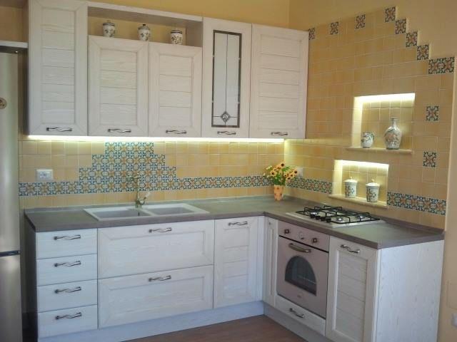 Cucine in muratura con maioliche dipinte a mano kitchens in