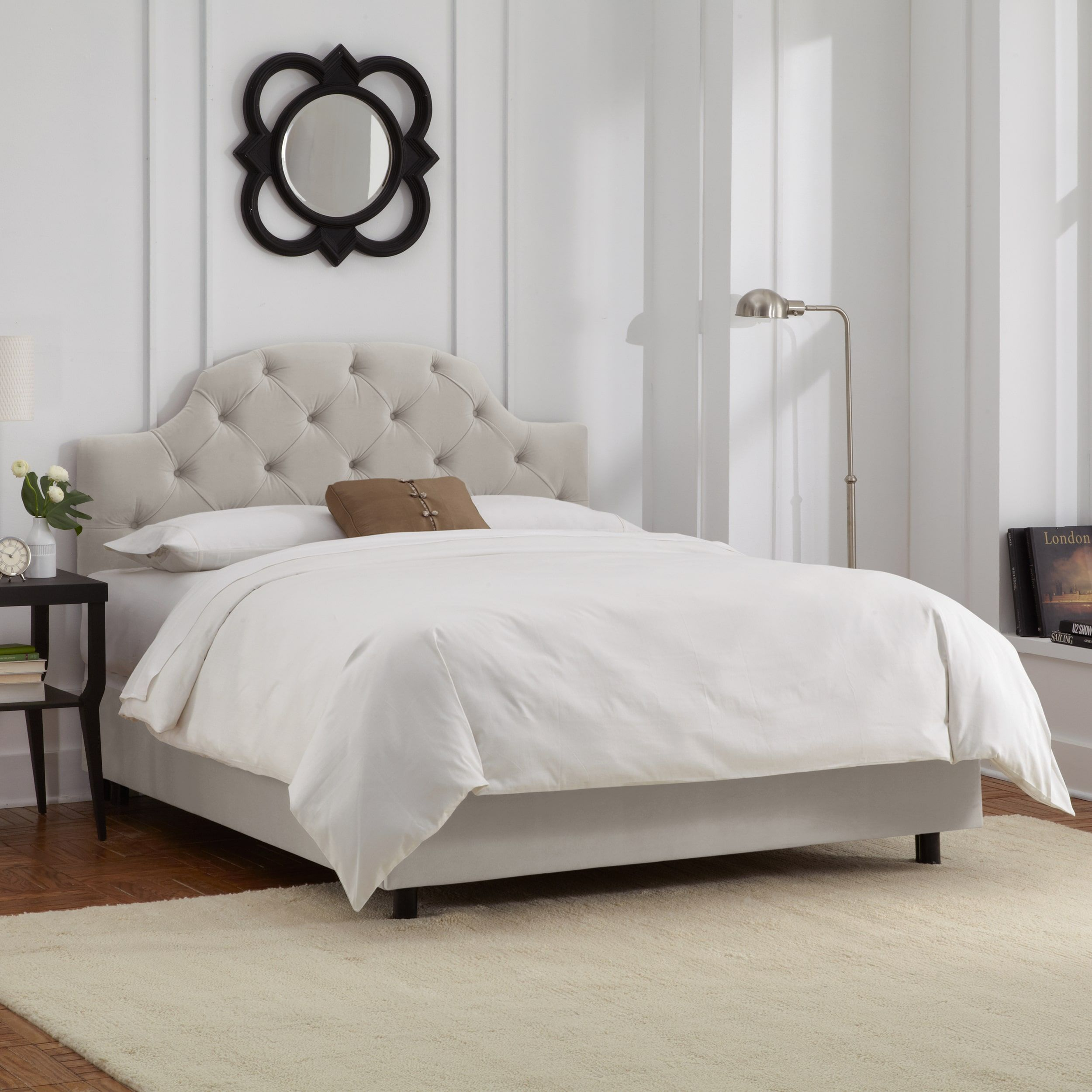 Skyline Furniture Tufted Bed in Velvet Light Grey (California King, Light Grey)