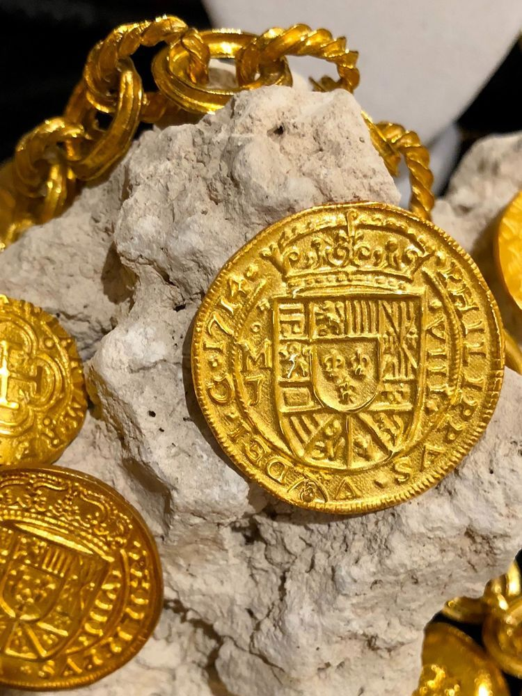 Details about MEXICO ROYAL 8 ESCUDOS 1714 FLEET GOLD PLATED
