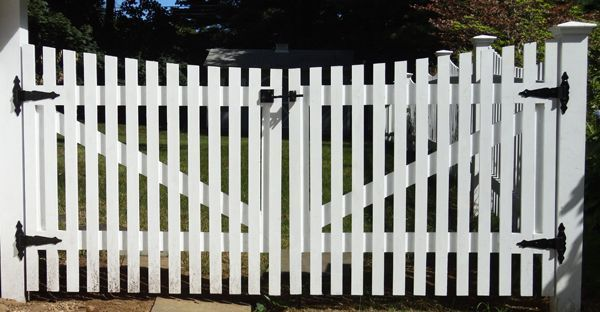 White Picket Driveway Gate White Picket Victorian Gate