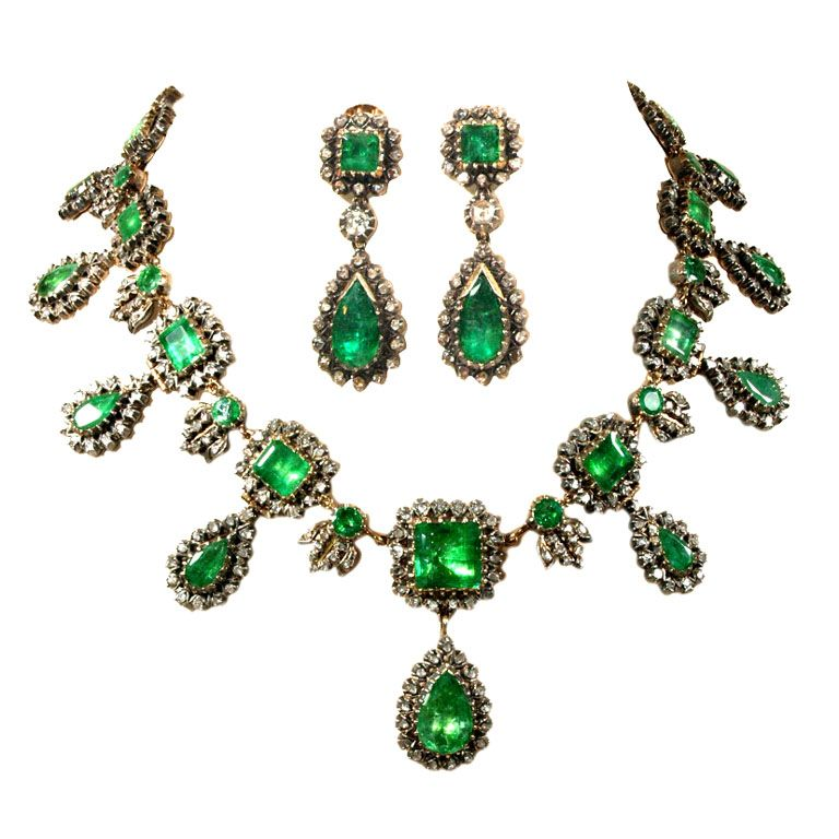 Very Rare Georgian Emerald And Diamond Demi Parure 1stdibs Com Emerald Jewelry Victorian Jewelry Fantasy Jewelry