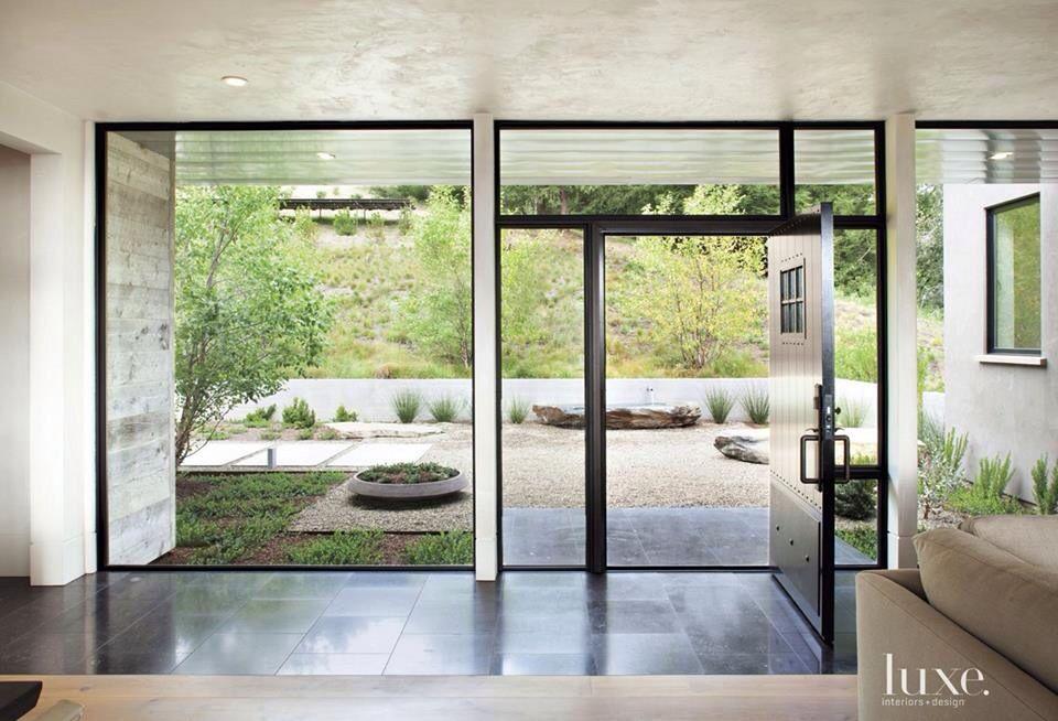 ventanales de vidrio puertas invisibles salida al jard n