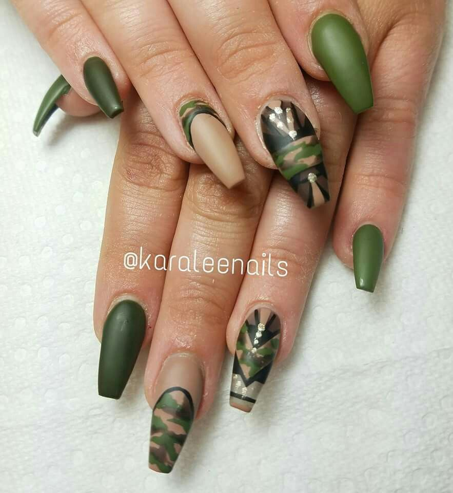 Camouflage nails by @karaleenails - Camonails - @ichristabell Nails ♔ Pinterest Army Nails