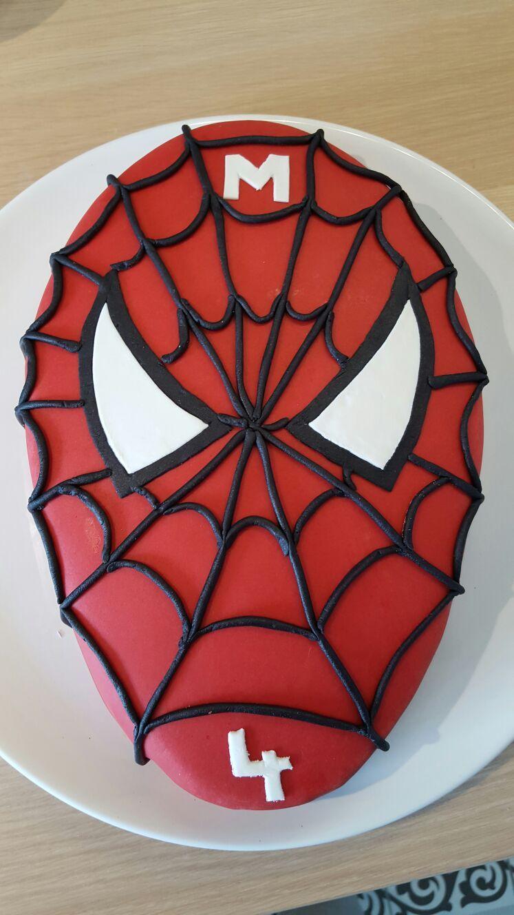 Gâteau Spiderman : déco en pâte à sucre, génoise chocolat fourrée