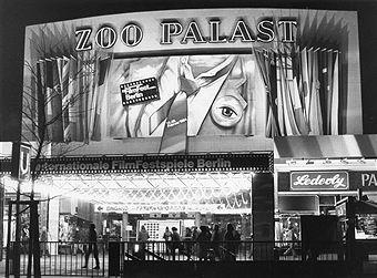 Zoo Palast Berlin Nachtaufnahme Wahrend Der 34 Berlinale 1984 Berlin Zoo Photos