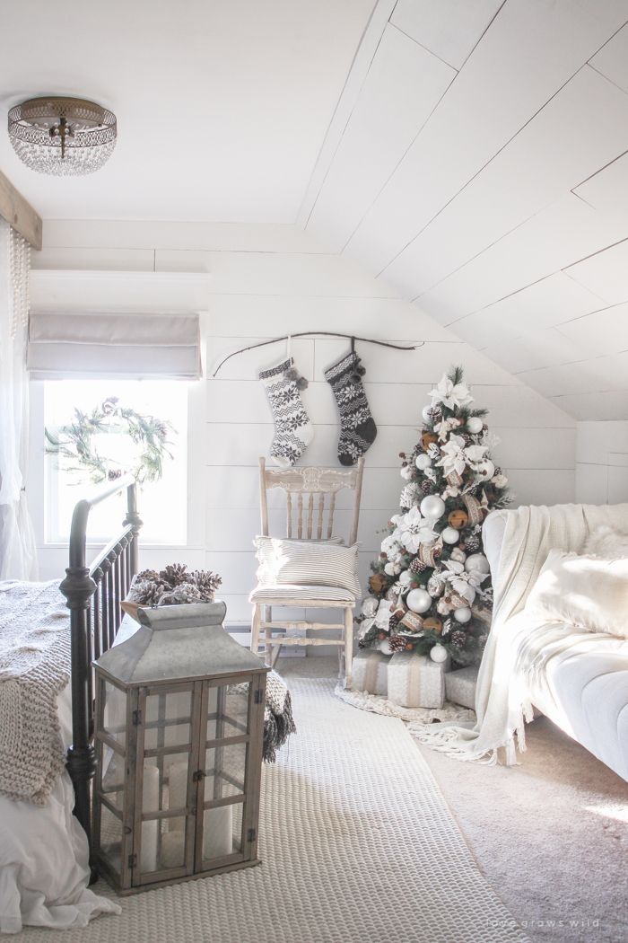 Holiday Home Envy Christmas bedroom, Master bedroom