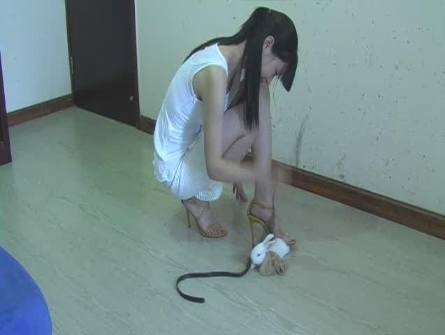 Yes!!!!! Barefoot women crush fetish feet