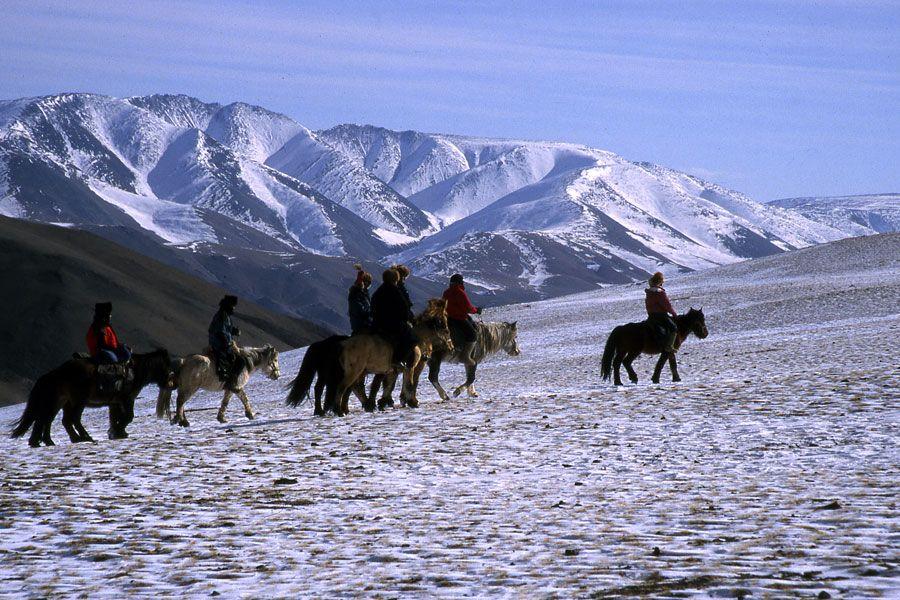 Voyagez A Cheval En Hiver En Mongolie Voyage A Cheval Cheval Voyage Mongolie