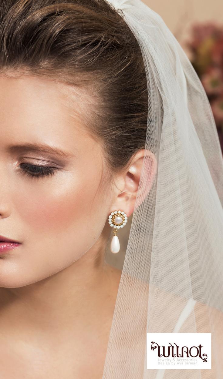 Eye catching wedding drop earrings bride earrings showcasing
