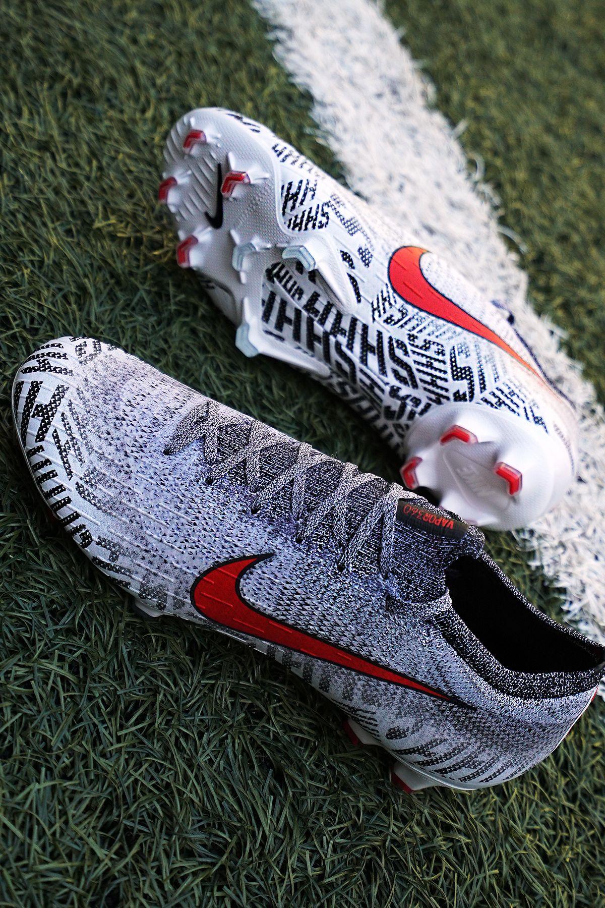 check out d541b bf1f3 Estas botas de fútbol pertenecen a la colección Silêncio 🤫, que  Nike ha  diseñado