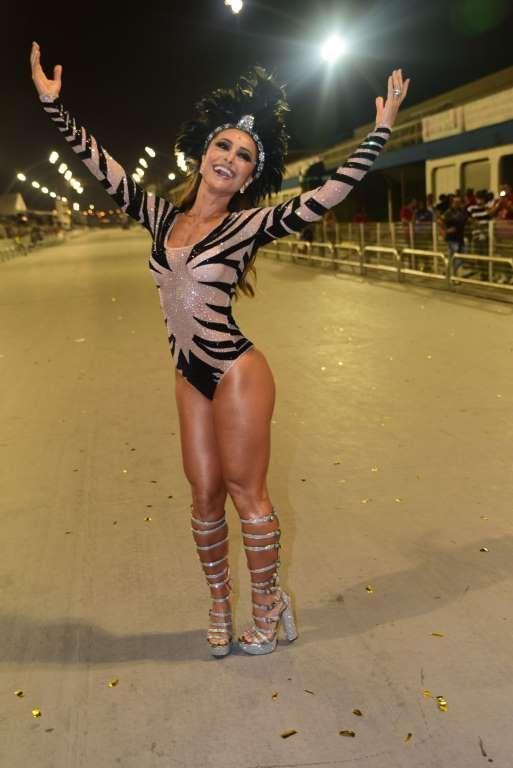 40926496e Sabrina Sato posa com look cheio de brilho durante ensaio técnico da  Gaviões da Fiel em São Paulo ne... - AGNews
