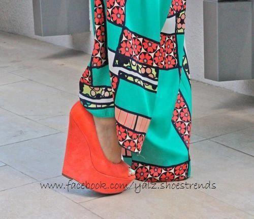 Plataformas, orange heels