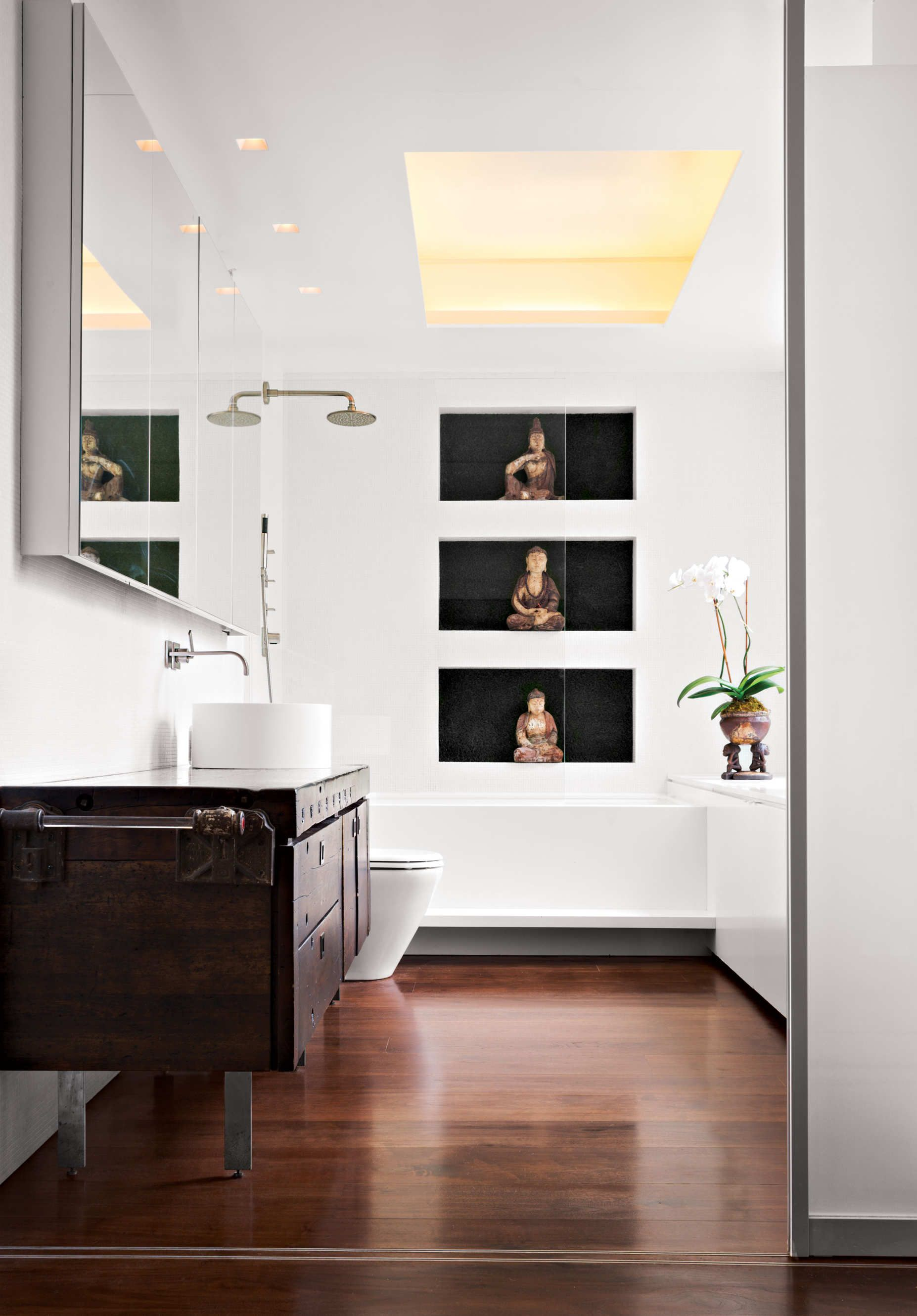 See How Designer Ghiora Aharoni Created an Earthy West Village ...