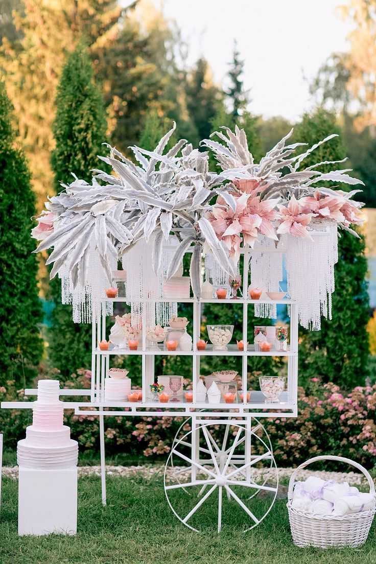 unique dessert tables - photo by Konstantin Semenikhin http://ruffledblog.com/magical-russian-wedding-with-eye-catching-displays