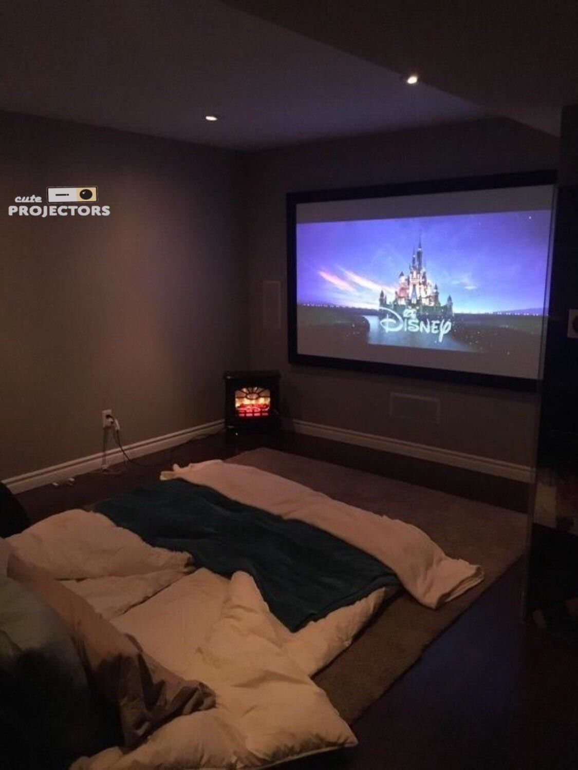 Perfect cute and cozy movie room! Dream rooms, Movie