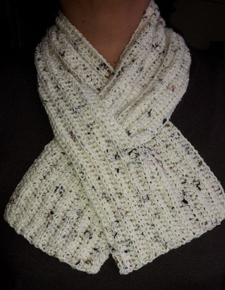 A crochet neck warmer #crochetscarves