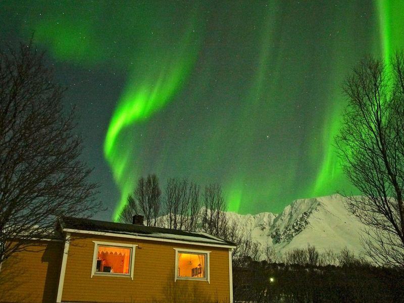 Polarlicht, Nordlicht (Aurora borealis) vom Ferienhaus in Norwegen aus gesehen ... #polarlicht #norwegen