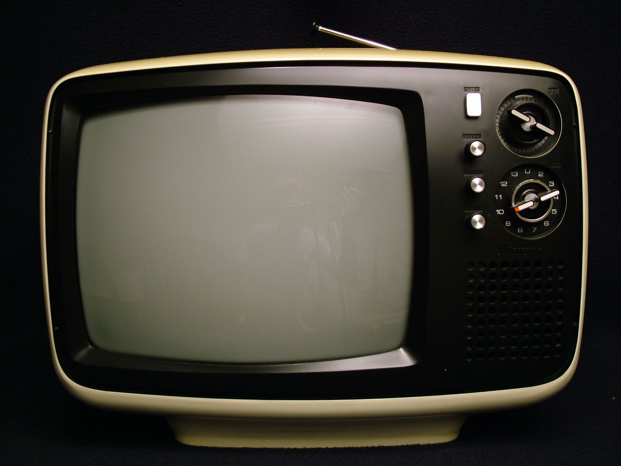 early 70s panasonic tr 542a b w television vintage. Black Bedroom Furniture Sets. Home Design Ideas