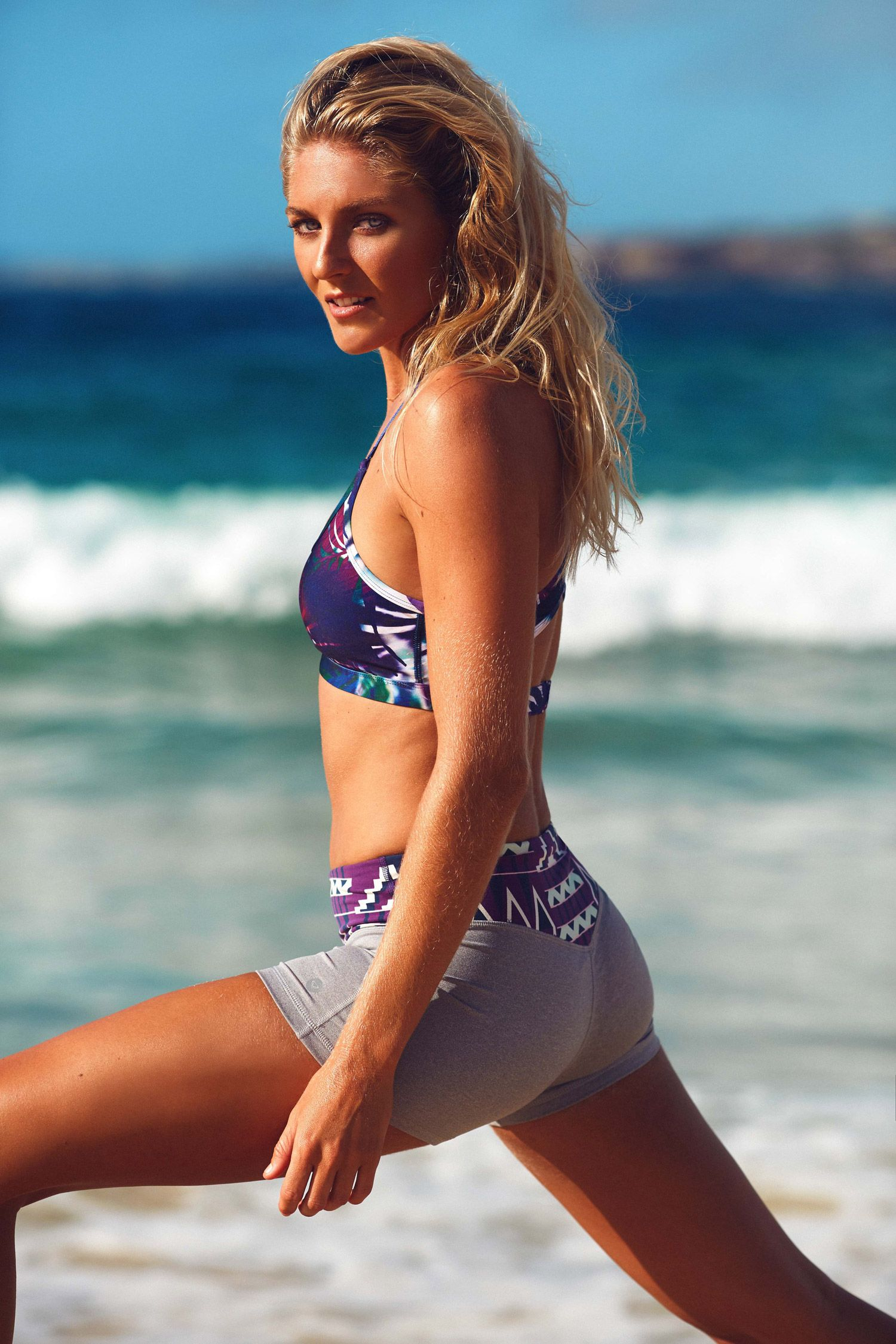 Steph Gilmore stretching it in style in the latest # ...