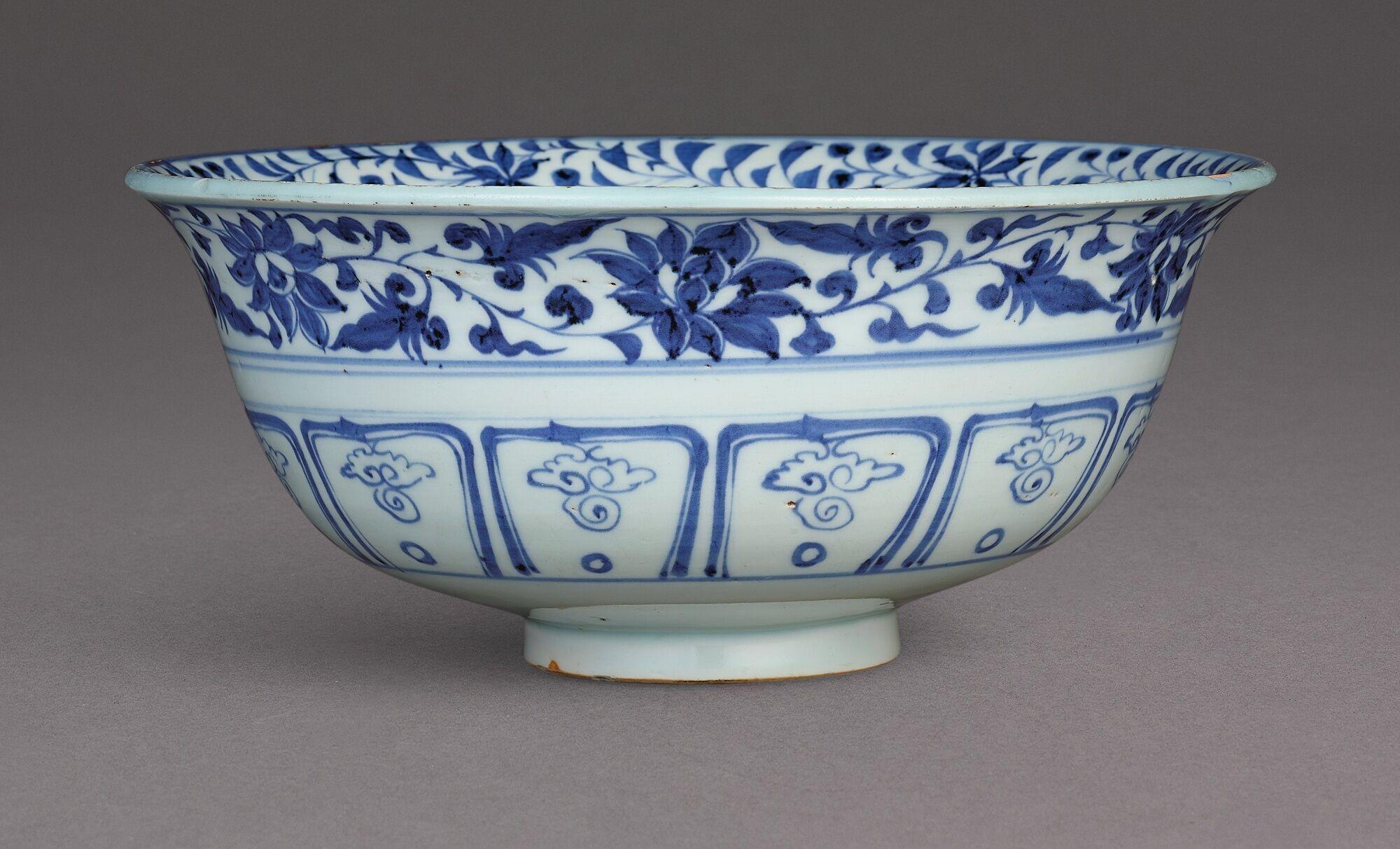 Bowl Sotheby S Hk0896lotb8pm9en In 2020 White Bowls Bowl Chinese Ceramics