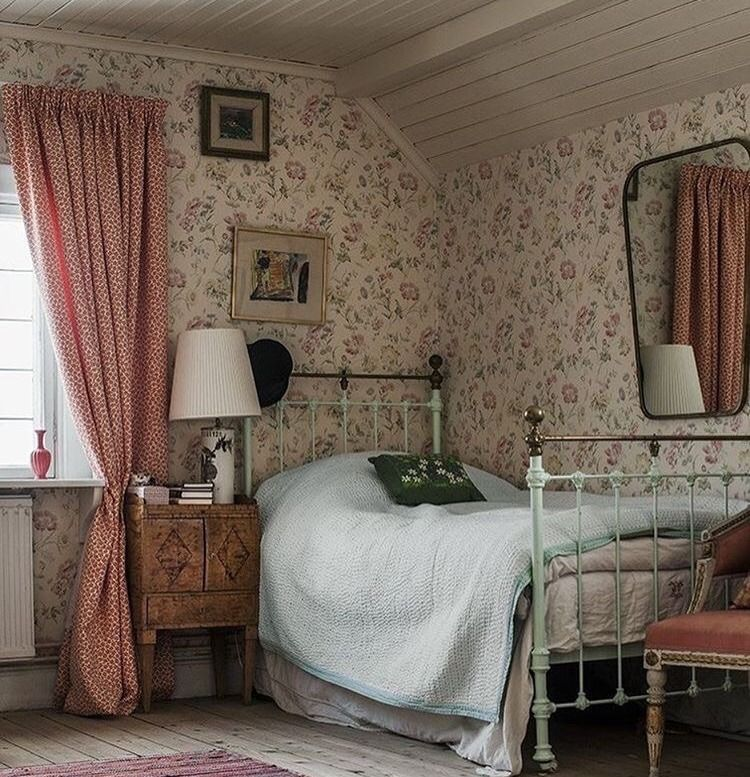 25 Small Bedroom Ideas That Are Look Stylishly Space Saving: Country Bedrooms