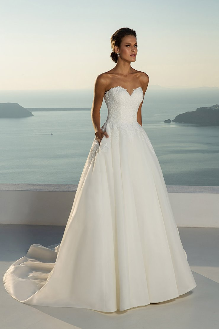 Justin Alexander 88012 Ball Gown Wedding Dress Featuring A Lace Bodice And Pock Wedding Dress Necklines Justin Alexander Wedding Dress Wedding Dress Guide [ 1110 x 740 Pixel ]