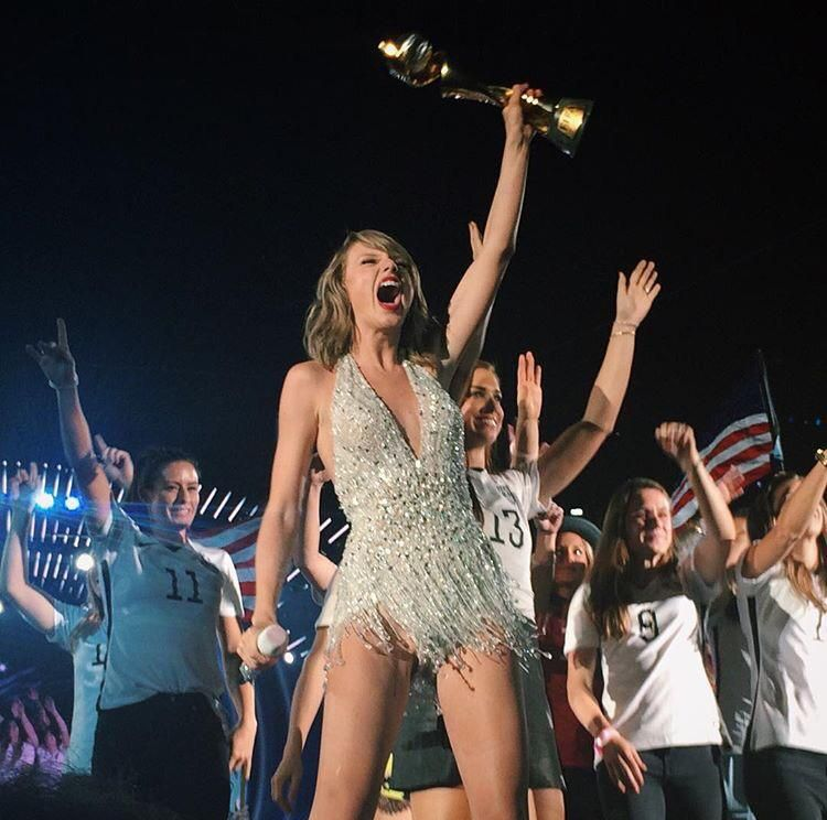 Taylor Swift and the U.S. women's team and the World Cup trophy on stage together, MetLife Stadium, East Rutherford, N.J., July 10, 2015. (Twitter)