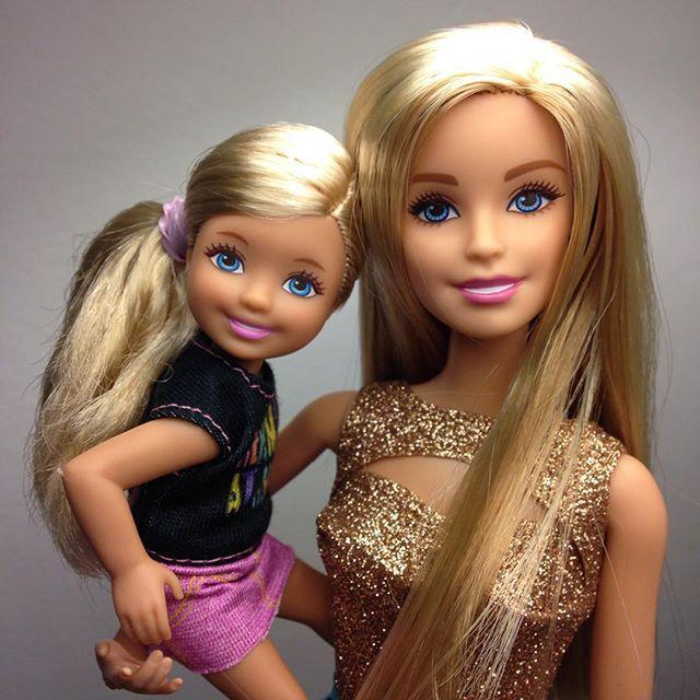 Resulta que mi Barbie Casual Sleek tiene una hija, y no me lo había explicado!!! ... #barbie #barbiestyle #barbiedoll #barbiefashionistas #barbiefashionista #muñecabarbie #curvybarbie #tallbarbie #petitebarbie #barbiecollector #dollcollector #barbiephoto #madetomovebarbie #dollstagram #dollsgram #instadoll #barbiegram #barbiefashionistas2016 #barbiephotography #thedollevolves #barbielover #barbiemattel #barbiegirl #ilovebarbie #barbieandfriends #chelseabarbie