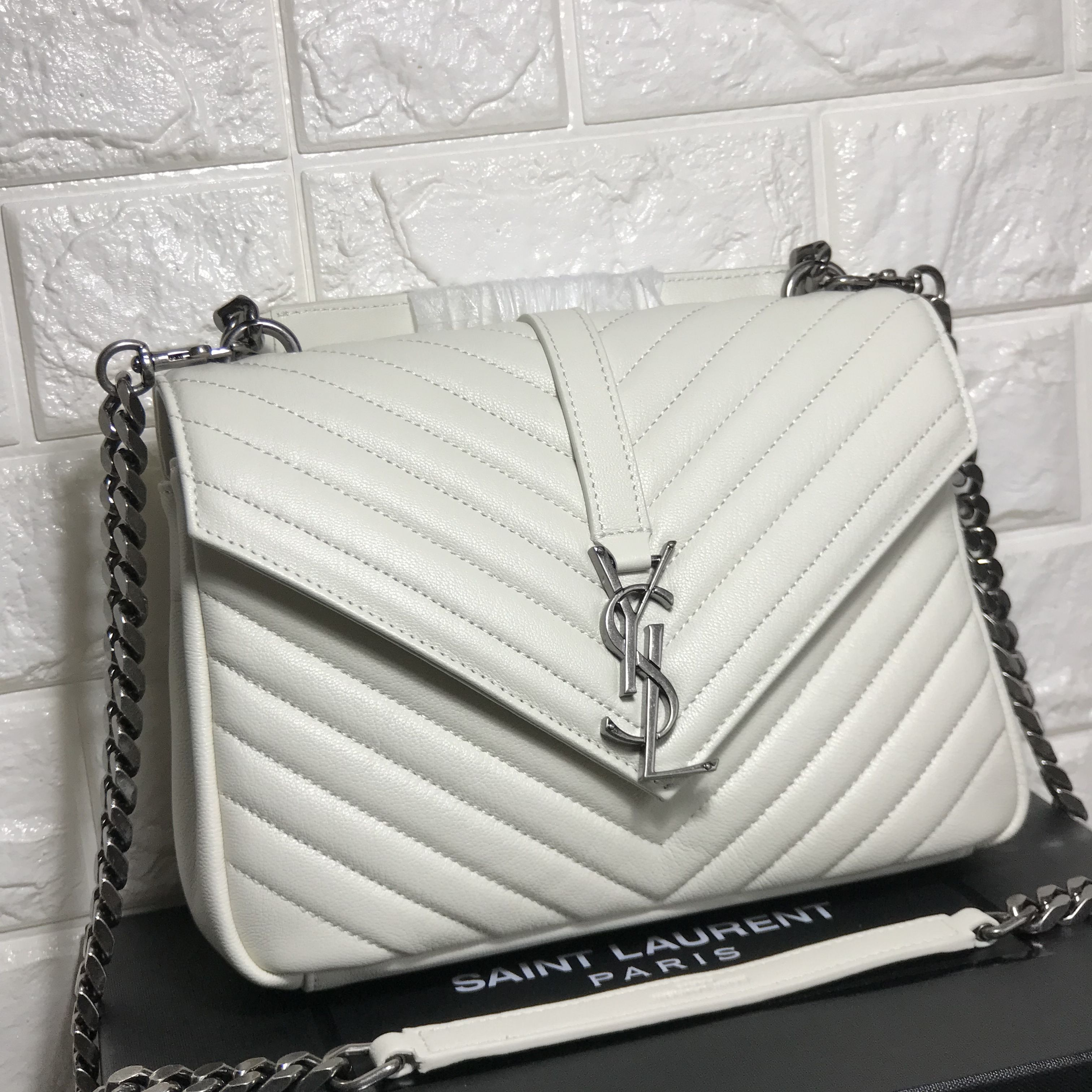 b78f4b8972a2e Ysl Saint Laurent college chain flap bag 24cm white original leather version