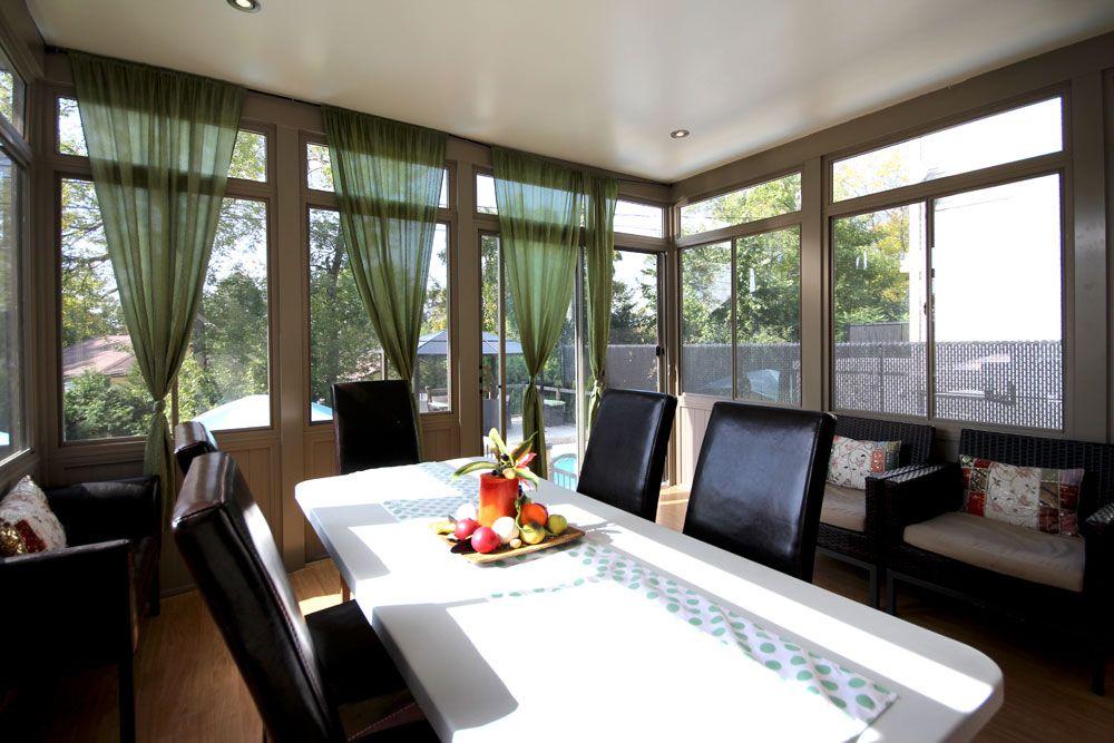 Véranda pvc beige, idée d\'aménagement intérieur. Interior Sunroom ...