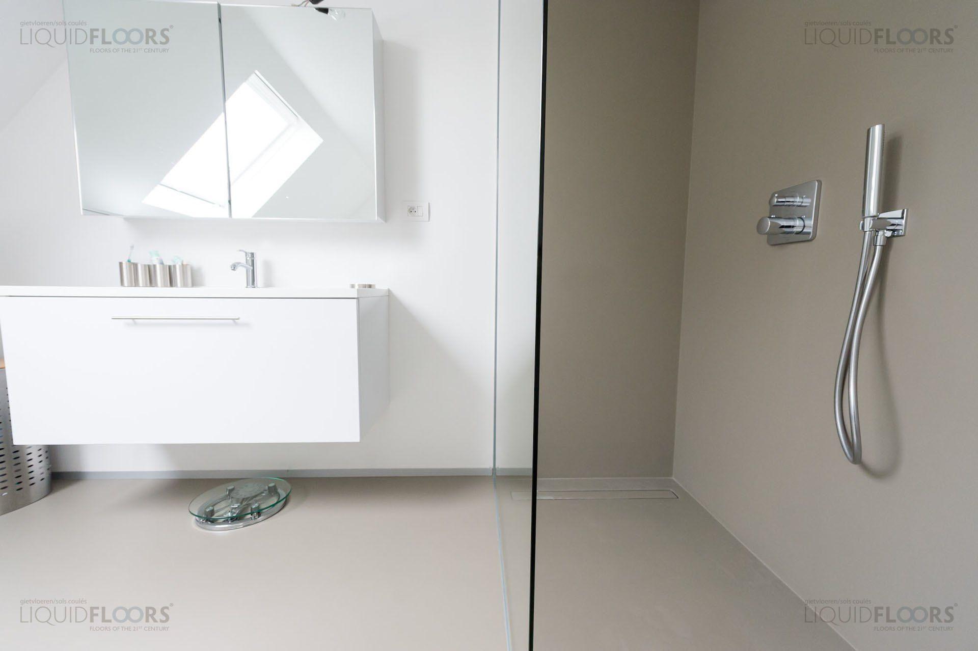 badkamer: liquid floors and walls