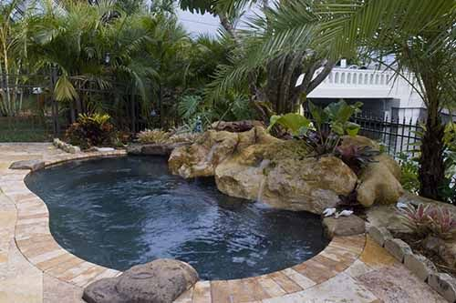 lagoon spool pool and spa in one by designer lucas congdon in florida