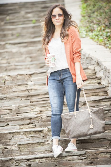 Blazer, look casual, look del día, jeans, zapatillas