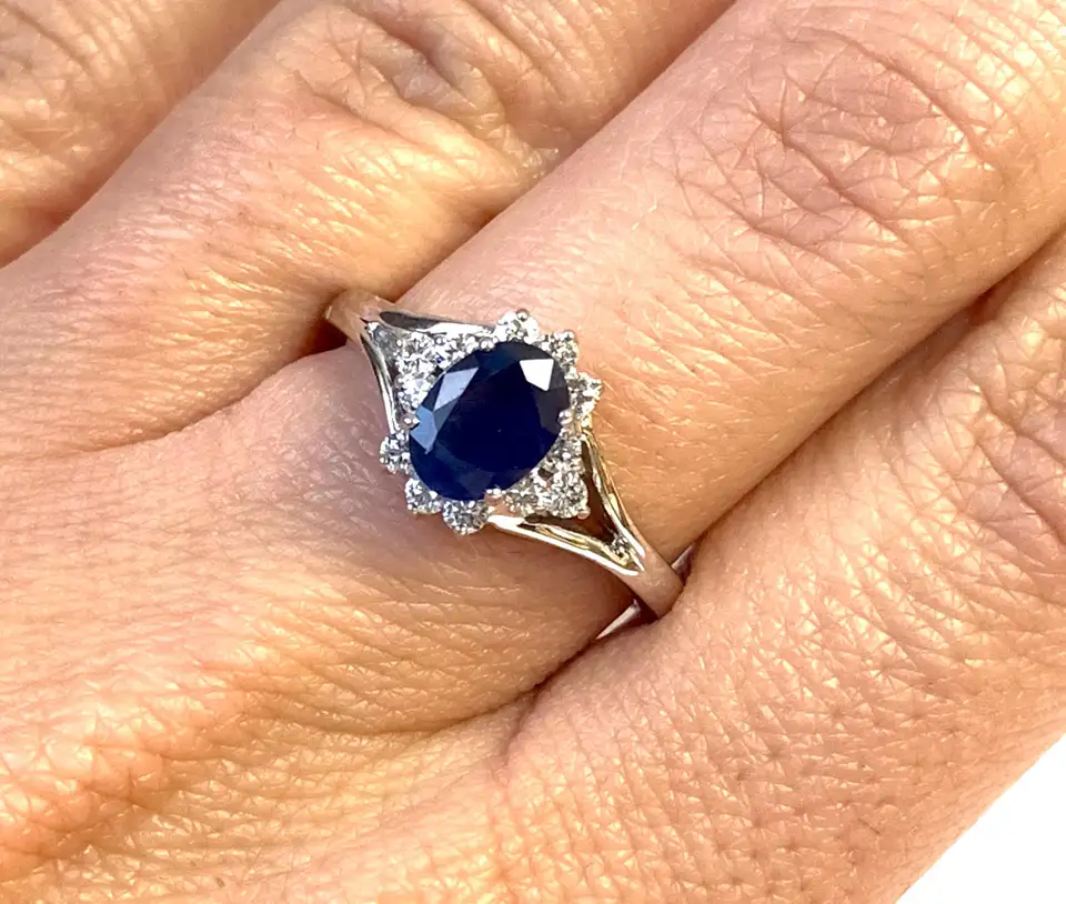 Oval Blue Sapphire Halo Engagement Ring In 2020 Blue Sapphire Engagement Ring Halo Blue Sapphire Halo Halo Engagement Ring