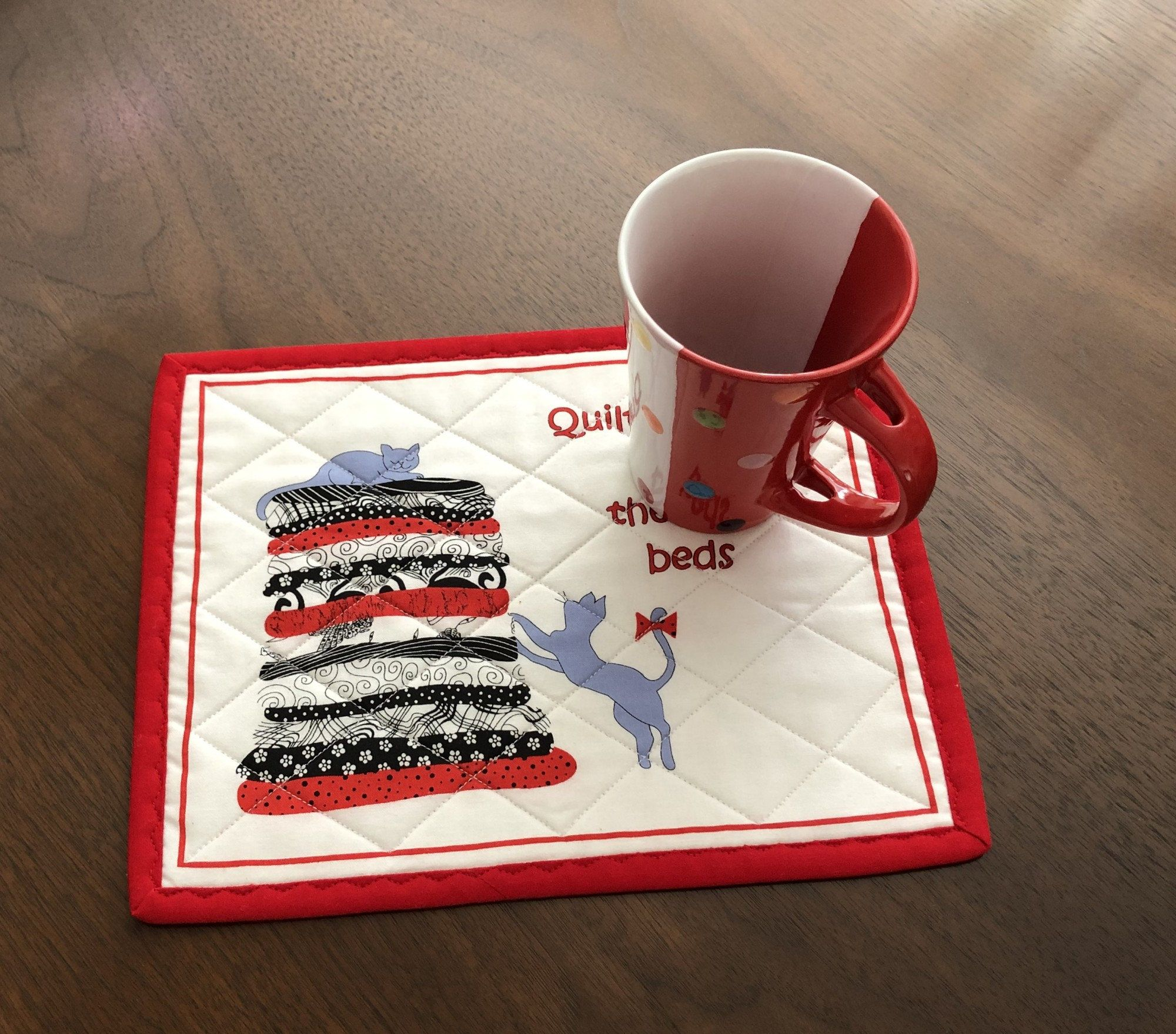Quilters Mug Rug Quilted Snack Mat Handmade Red White And Black Mini Placemat Luncheon Mat Mini Quilt Mugrug Mouse Pad Mug Rugs Mugs Handmade