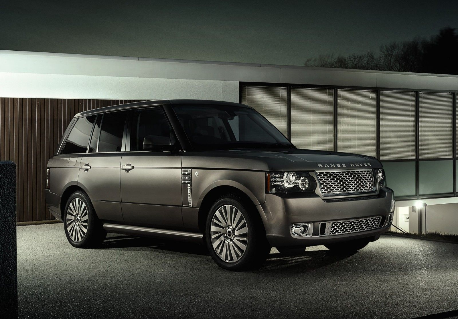 Land Rover Range Rover Autobiography Ultimate Edition | Automobile ...