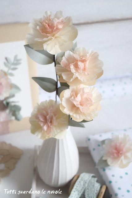 Tutti guardano le nuvole: Paper Flowers