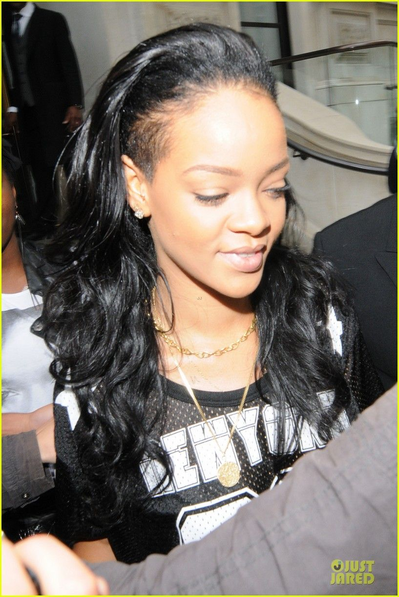 a4777d3911b Proud to show off her forehead Rihanna You