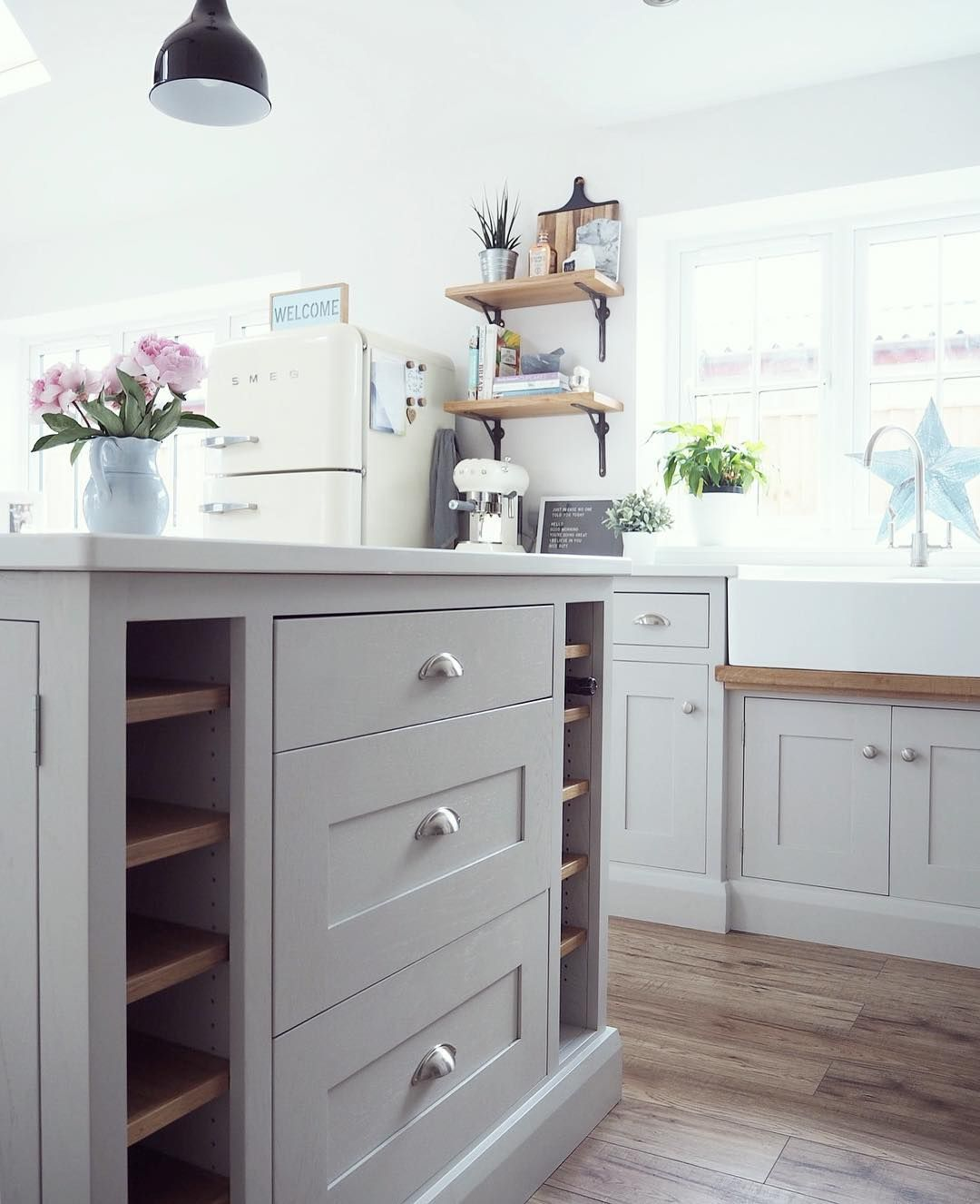 Best Kitchen Units In Farrow And Ball Pavilion Gray Kitchen 400 x 300