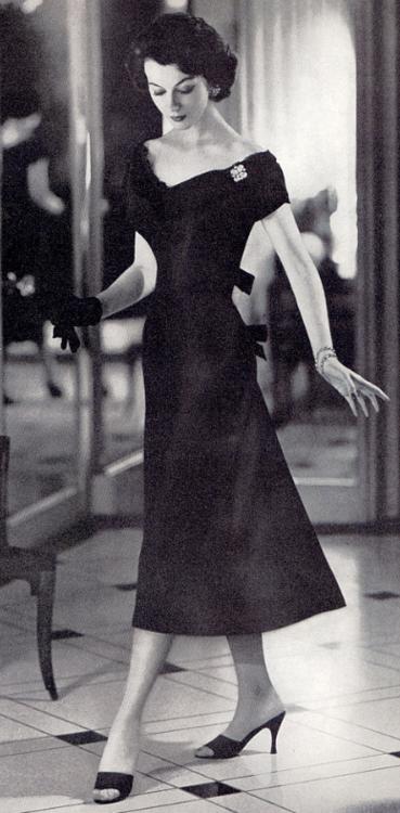 Dovima 1950s   My Style   Pinterest   Élégance, Années 50 et Robes ... d04c75b6cf65