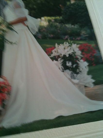 Jolie robe de mariée ivoire 36/38 avec ses accessoires étoles plus bijoux.
