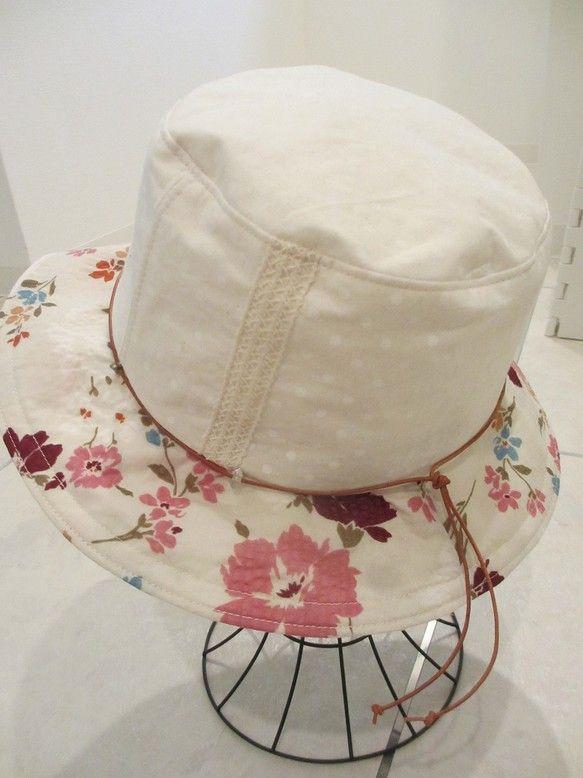 オフホワイトの生地3種あわせてみました。生地と色味から、可愛い感じに仕上がりました。サイズは59センチ、ブリムは6センチです。真夏にぴったりの帽子です。洗って...|ハンドメイド、手作り、手仕事品の通販・販売・購入ならCreema。