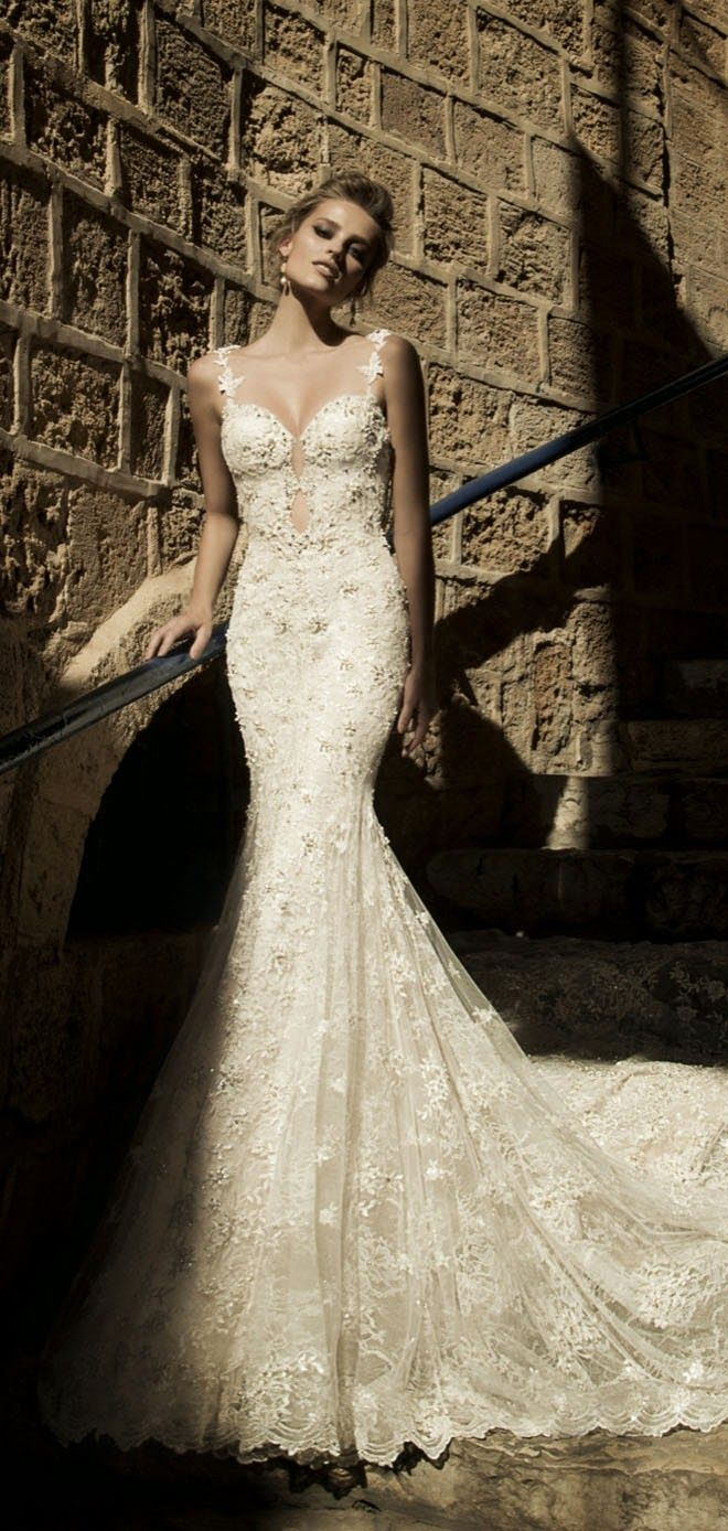The 13 Steamiest Backless Wedding Dresses and Gowns!   Belle ...