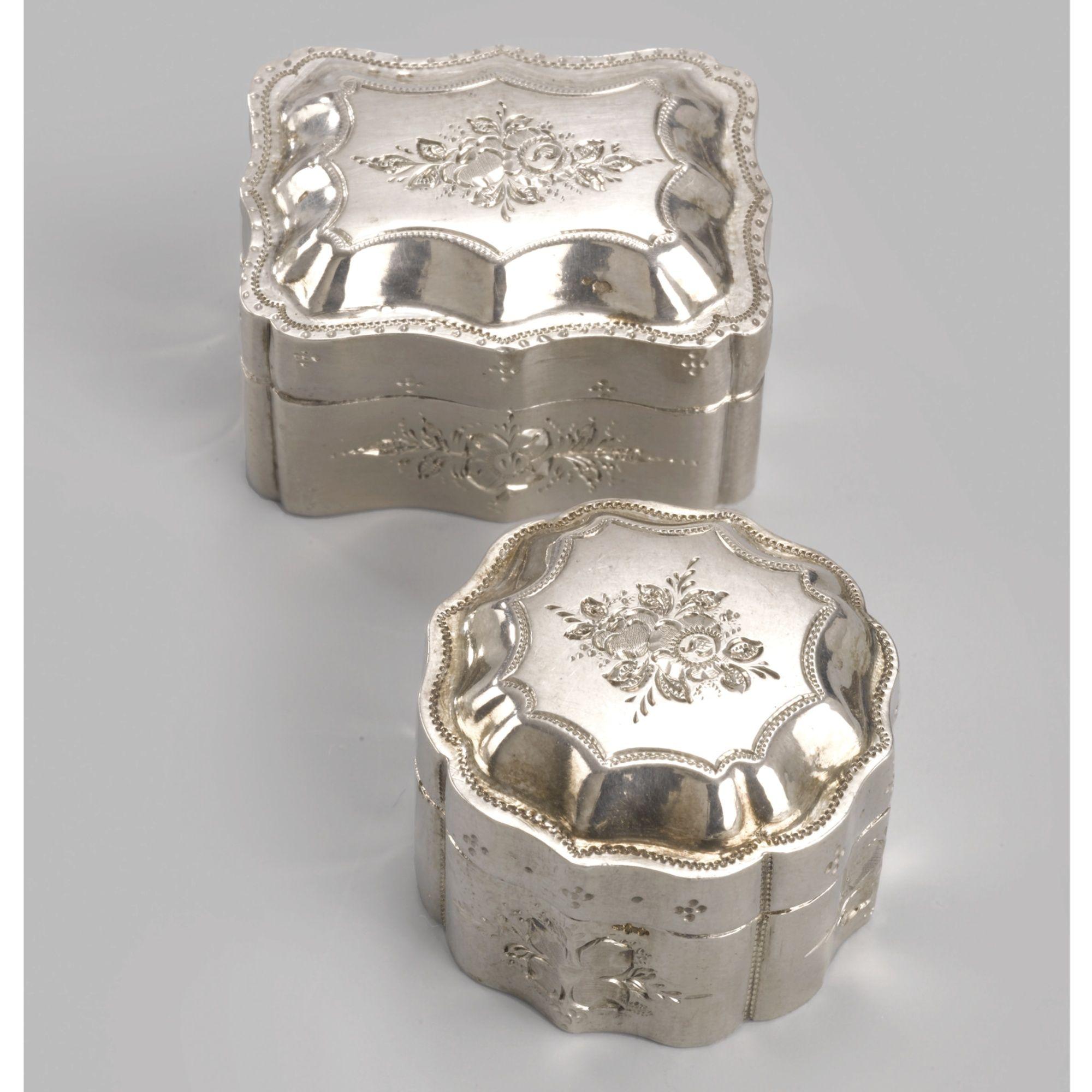 A PAIR OF DUTCH SILVER MINIATURE BISCUIT BOXES, GERRIT GREUP, SCHOONHOVEN, 1864-1888