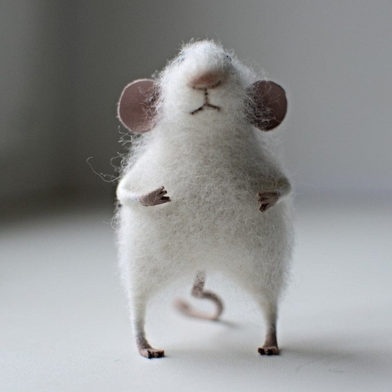 Filz Maus Weiss Gefilzt Maus Miniatur Maus Maus Mantel Miniatur Tier Filztier In 2020 Filzen Filztiere Miniatur