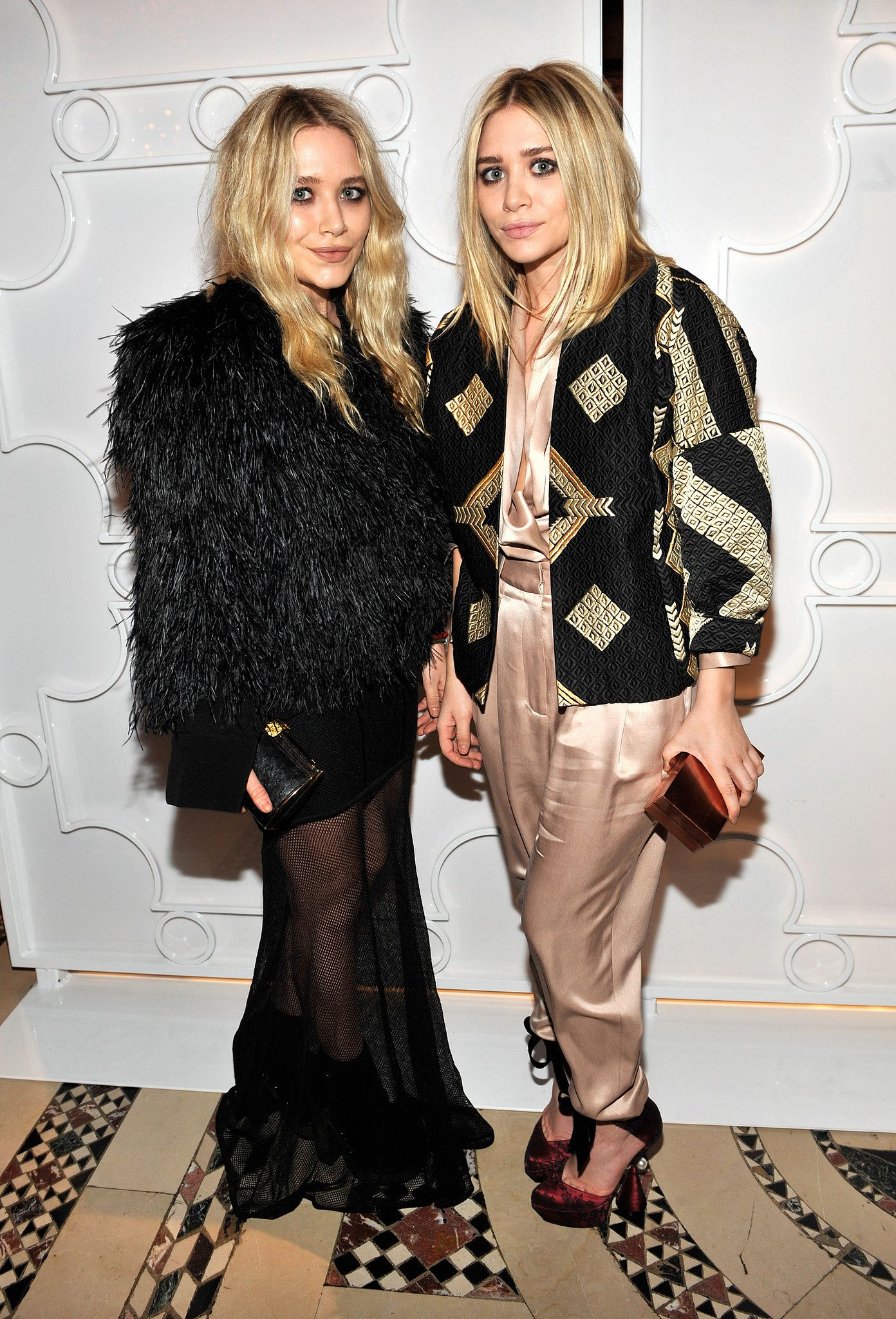 Twinning Combo Once Again Proving It S All About A Statement Coat At 90 Reasons To Celebrate Mary Kate And Ashley S Style Popsugar Fashion Photo 13 Olsen Twins Style Ashley Olsen Style Olsen Fashion