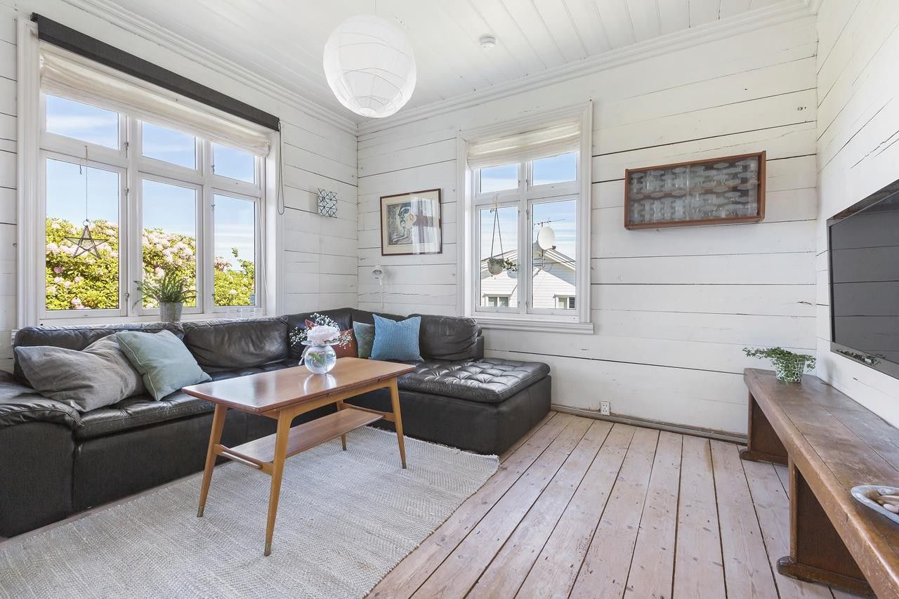 Photo of (2) ASK – Distinctive house with beautiful garden and views. Rural, yet central …