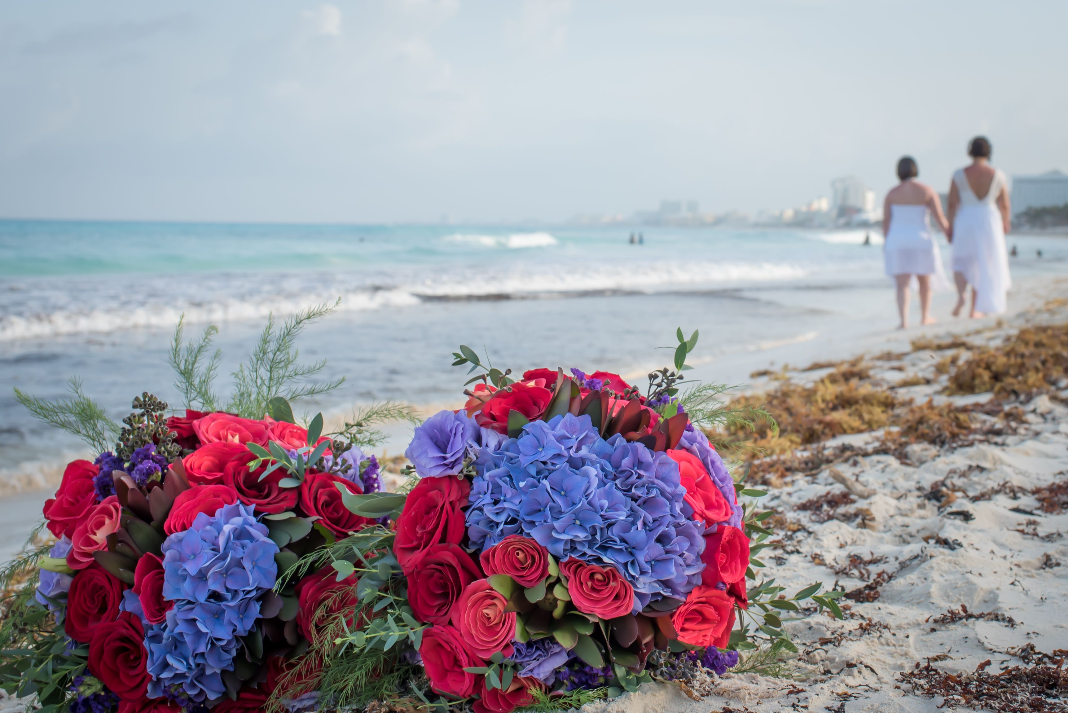 #bodasdelmismosexo #bodasenrojoymorado #bodasenlaplaya #beachweddings #lgbtweddingscancun #partyboutiquecancun #prettyflowers #ramodenovia #bouquet