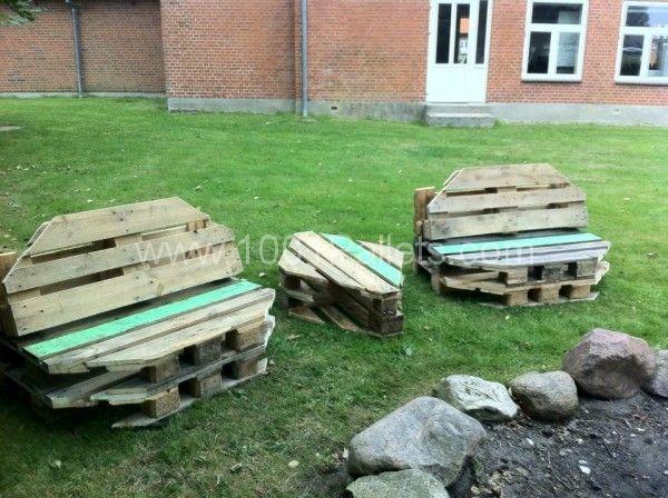 A pallet garden set with an original design by Højer design efterskole, Højer, Denmark! More information at Facebook page website !